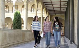 Las universitarias superan a sus compañeros en los parámetros que miden el rendimiento