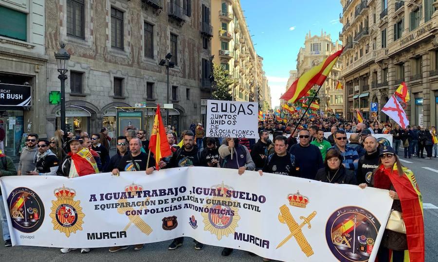 Policías murcianos participan en la marcha en Barcelona por su equiparación salarial