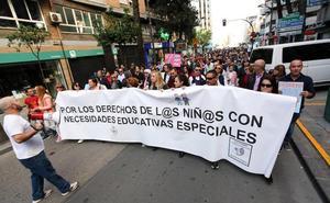 Protestan contra los recortes en las becas para alumnos con necesidades especiales