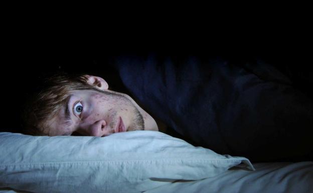 Dormir seis horas al día provoca 'resaca'