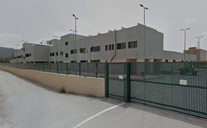 Un interno se fuga del Centro de Inserción Social de Sangonera saltando el muro del patio