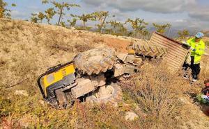 Fallece un hombre de 51 años después de caerle encima el tractor que conducía