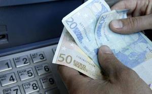 La Policía Nacional avisa: lo que siempre debes hacer al sacar el dinero en el cajero
