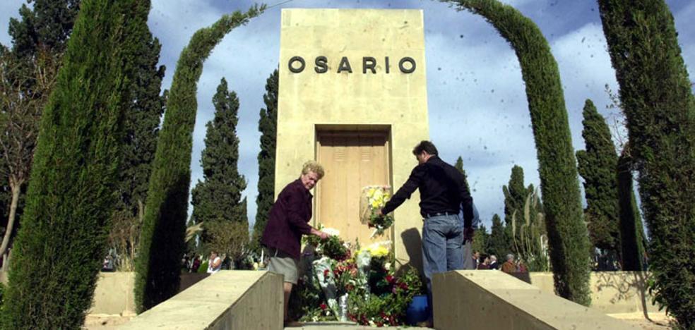 Los restos de 40 personas irán al Osario General si nadie paga por renovar sus nichos