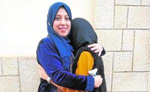 La madre de la alumna que no puede ir a la escuela con velo: «Mi hija solo quería ir al colegio a estudiar»