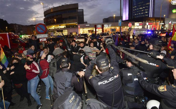 Cargas policiales contra los antifascistas en los actos de Hazte Oír y Vox