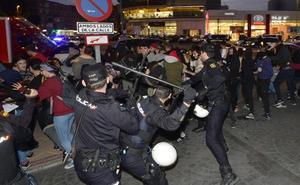 Cargas policiales contra los antifascistas en los actos de Hazte Oír y Vox en Murcia