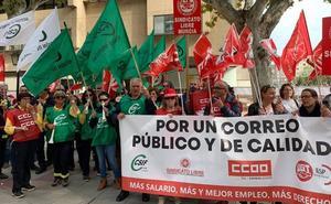 Centenares de trabajadores de Correos demandan medidas para poner fin a sus condiciones laborales