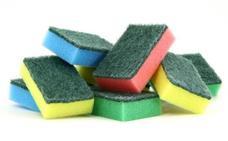 Toda la vida haciéndolo mal: el color del estropajo sí importa a la hora de lavar los platos