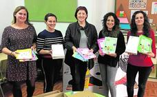 El banco de libros se destina a alumnos de atención especial en Molina de Segura