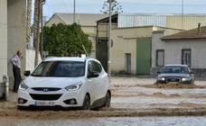La lluvia deja desperfectos y obliga a cortar una veintena de carreteras en la Región