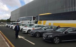 Los empresarios de La Manga exigen una línea de autobús con el nuevo aeropuerto
