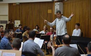 El compositor Salvador Brotons se pone al frente de la Sinfónica de la Región en Águilas y Murcia