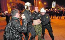 Los dos ultras que protestaban por el acto de Vox aceptan ocho meses de cárcel por atentado
