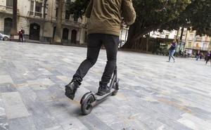Los ciudadanos reivindican su «derecho a andar» frente a bicicletas y patinetes