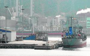 El tráfico portuario baja un 4,2% este año al llegar menos petróleo