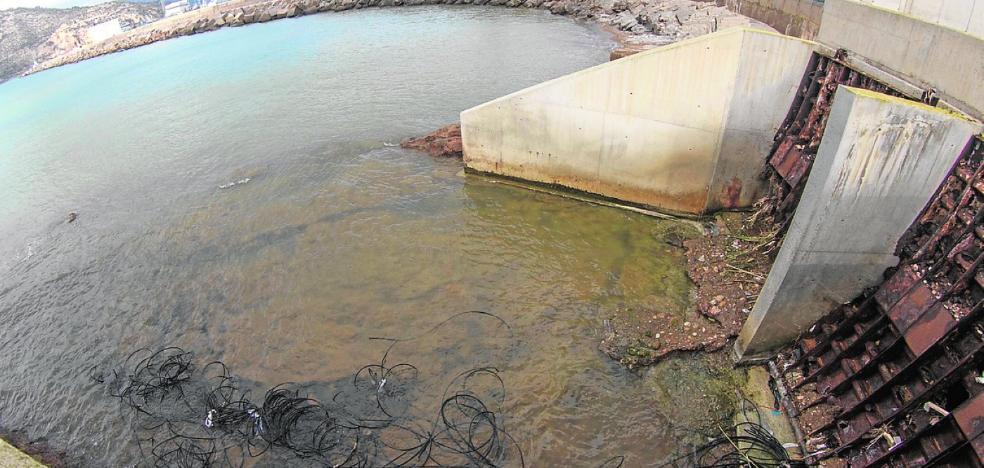 La concesionaria niega vertidos residuales al puerto y La Algameca