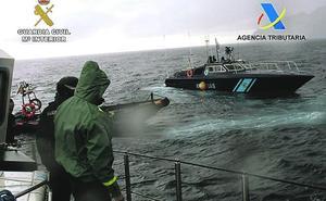 Entrenamiento en el mar de aduanas y la Guardia Civil