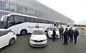 La Comunidad añade una línea de autobús entre La Manga y el aeropuerto de Corvera