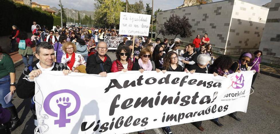 Más de 200 personas se manifiestan en Archena en contra del Día del Hombre