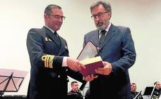 La Armada, socio de honor del Club de Regatas de La Ribera