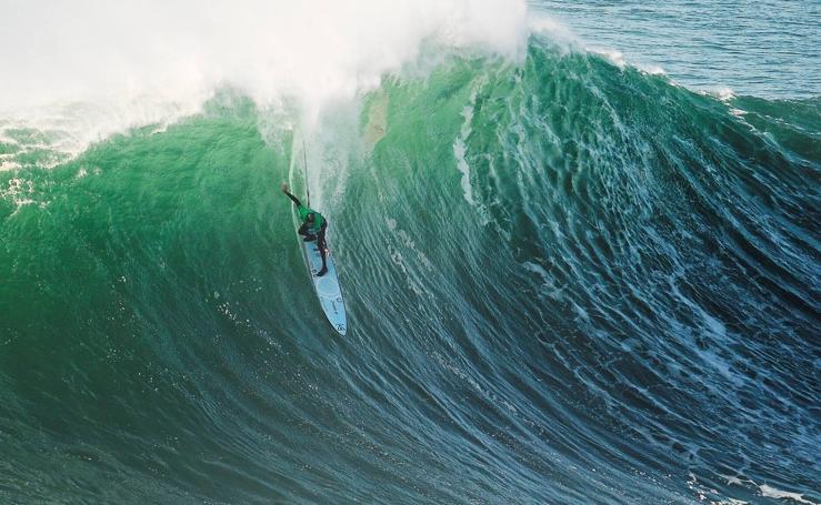 Cabalgando olas gigantes