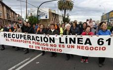Vecinos de El Palmar, San José de la Vega, Aljucer y San Ginés exigen en la calle la línea 61