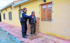 Una banda asalta once casas de campo en Ricote en una madrugada