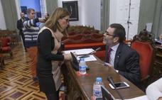 La alcaldesa sopesa unir a la oposición para hacerle el vacío a López en el Pleno