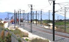 En tensión un nuevo tramo de catenaria en la Línea de Alta Velocidad entre Monforte del Cid y Murcia