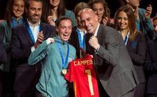 Eva Navarro: «Ganamos esto para que el fútbol femenino crezca»