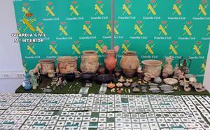 La Guardia Civil recupera cerca de un millar de piezas arqueológicas en un domicilio de Murcia