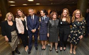Las empresarias premian a María García, María Cánovas y Paloma Jáudenes