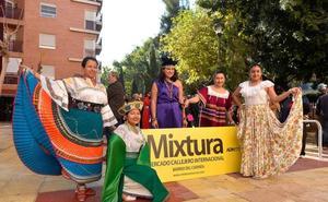 Mixtura acerca gastronomía, artesanía y cultura de 10 países al barrio del Carmen