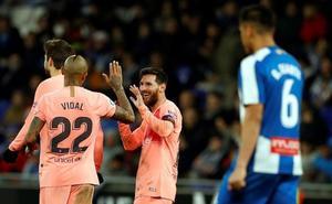 Leo Messi destroza al Espanyol en el derbi