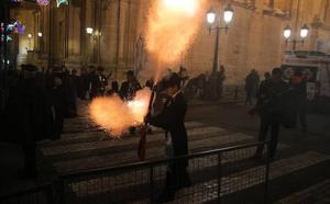 La pólvora acompaña a la Virgen en Yecla