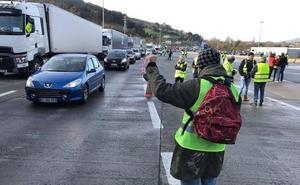 4.000 camiones murcianos, afectados por las protestas en Francia