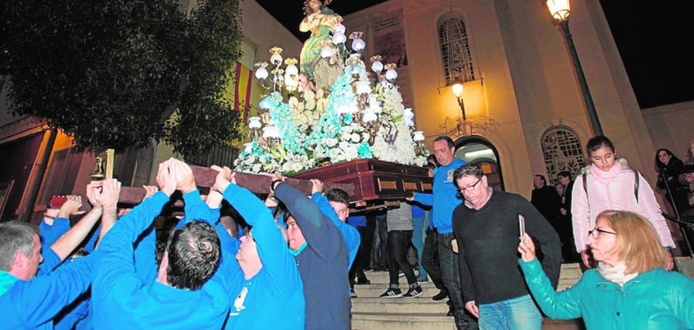 La procesión de la Inmaculada reúne a 300 personas en el Barrio de la Concepción