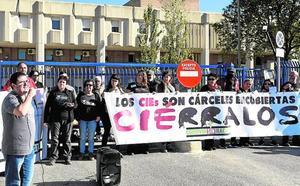 Protesta para exigir el cierre del CIE