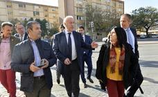 Del Bosque apoya en Murcia el proyecto de rehabilitación de López Rejas para La Paz