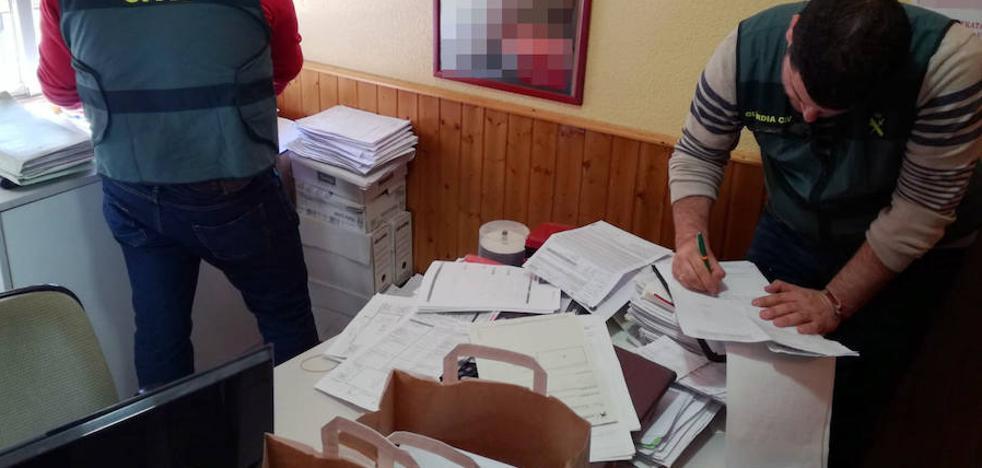 Esclarecen medio centenar de estafas en la contratación de pólizas de seguro para vehículos en Beniel