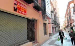 Bajos comerciales en lugares estratégicos del casco antiguo de Lorca llevan años sin ser ocupados