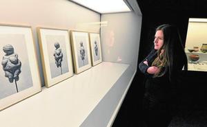 Siete artistas contemporáneos dialogan con las piezas clásicas de tres museos de la Región