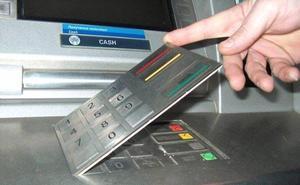 La Guardia Civil advierte de lo que nunca debes hacer si el cajero no te da el dinero