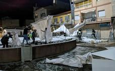 Las rachas de viento de 80 kilómetros destrozan la carpa de la Feria del Comercio en Ceutí