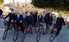 La junta directiva de la Red de Ciudades por la Bicicleta pasea por los carriles bici de la ciudad de Murcia