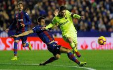 Un inspirado Messi destroza al Levante (0-5)