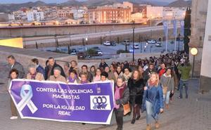 Unas doscientas personas realizan una marcha por Laura Luelmo en Lorca