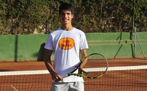 Carlos Alcaraz comienza este jueves la lucha por convertirse en el mejor tenista joven de España