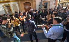 El centro de Lorca se llena de cánticos de Pascua